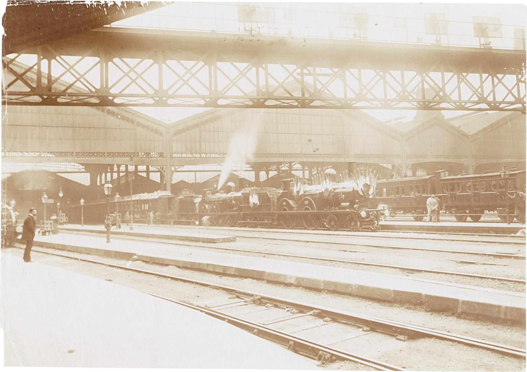 12. Прибытие президентского поезда в Париж