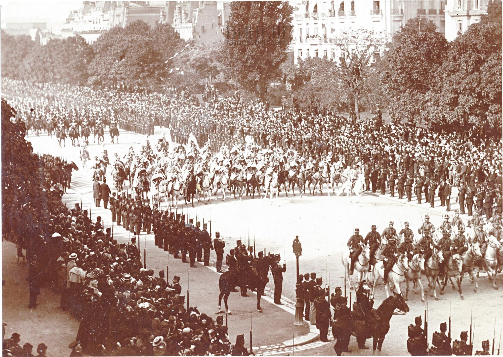 16. Торжественная процессия на улицах Парижа