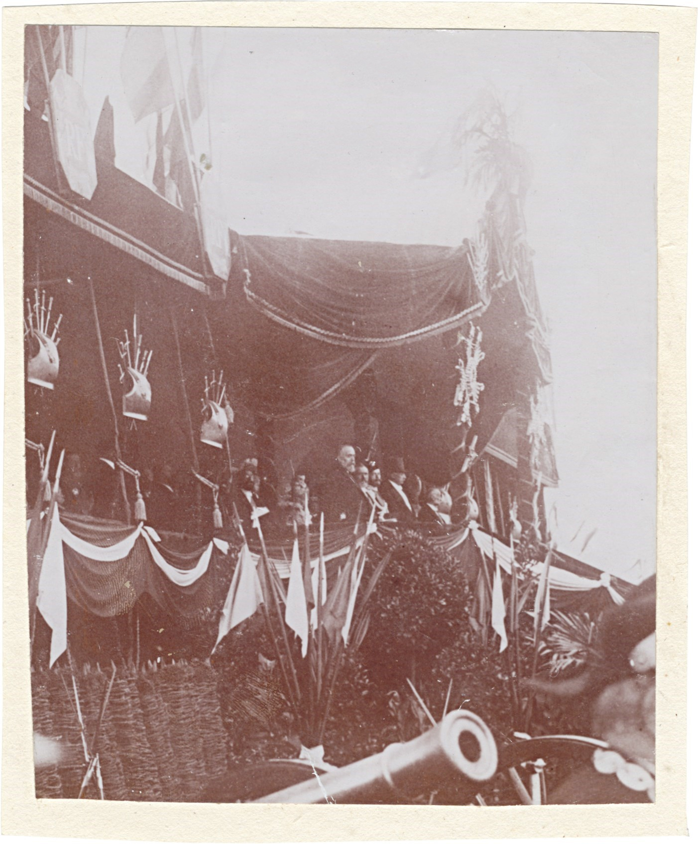 24. Трибуна для почетных гостей во время парада в Шалоне