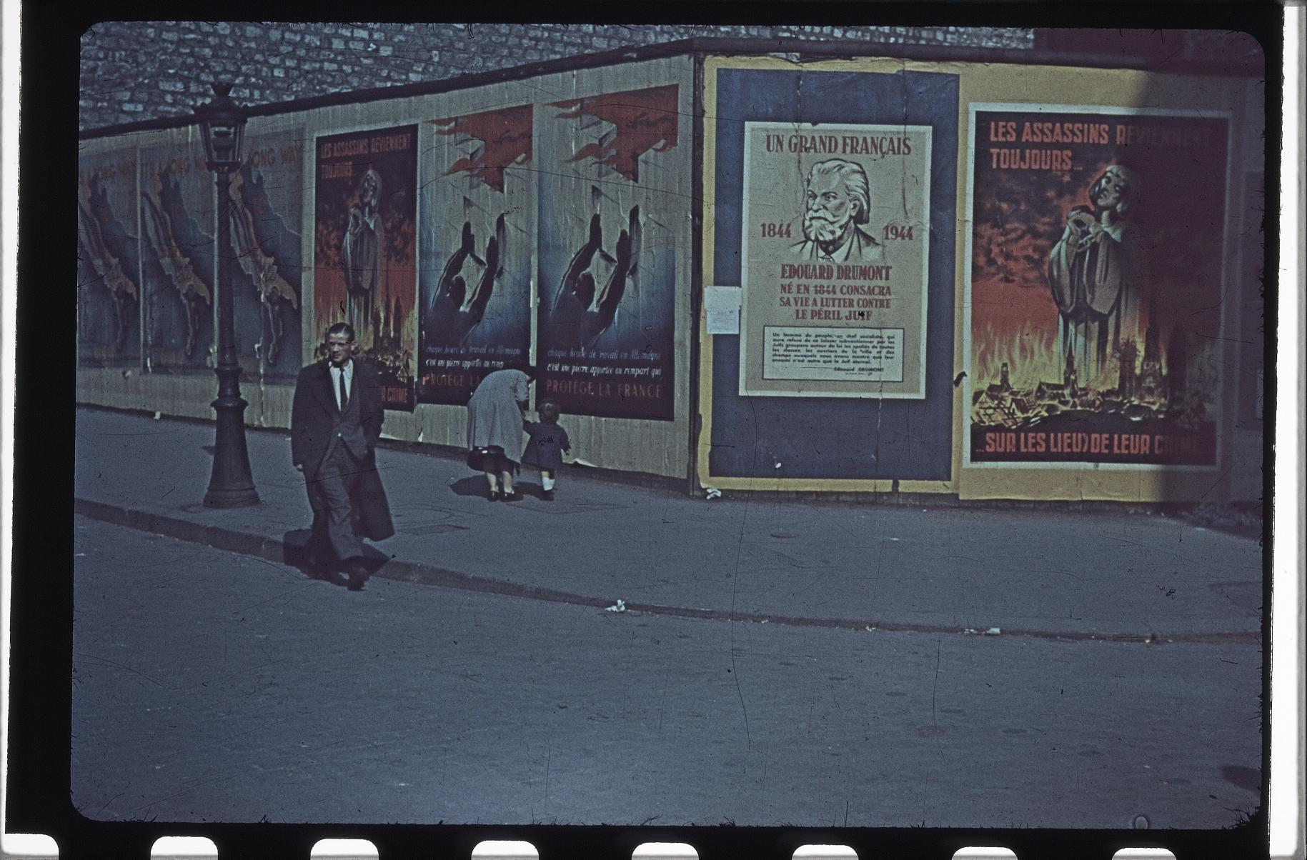 Немецкие пропагандистские плакаты на бульваре Генриха IV