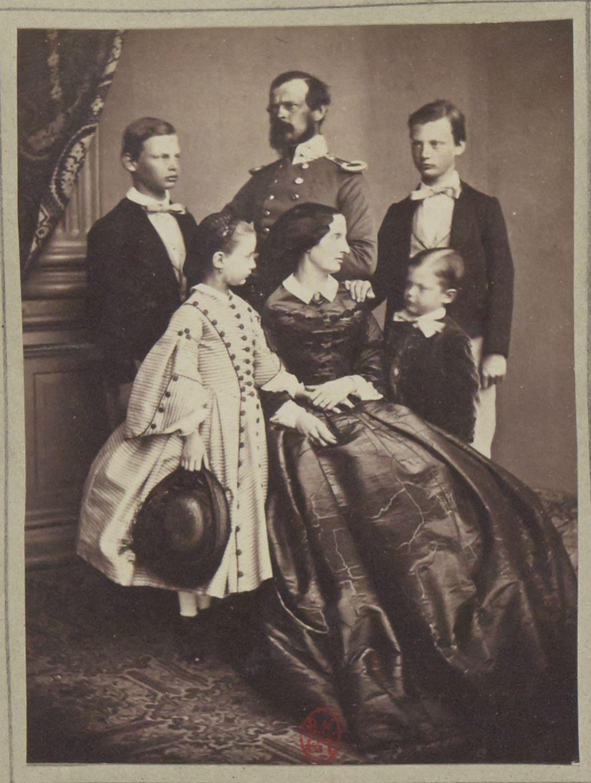 1860. Луитпольд Баварский с семьей