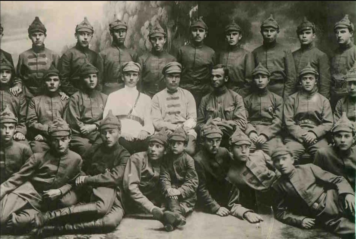 1920. Взвод красных курсантов во главе с комвзвода И.Поляковым