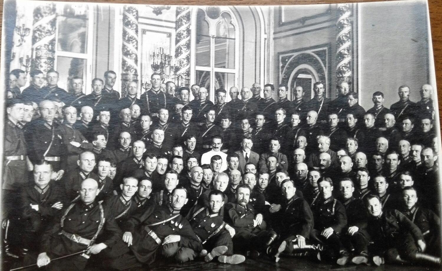 1930. Ворошилов, Калигин, Бубнов, Эйдеман среди профессоров и учащихся военной академии