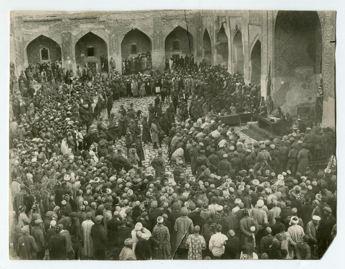 1932. Суд над басмачами в медресе Шер-Дор, Самарканд