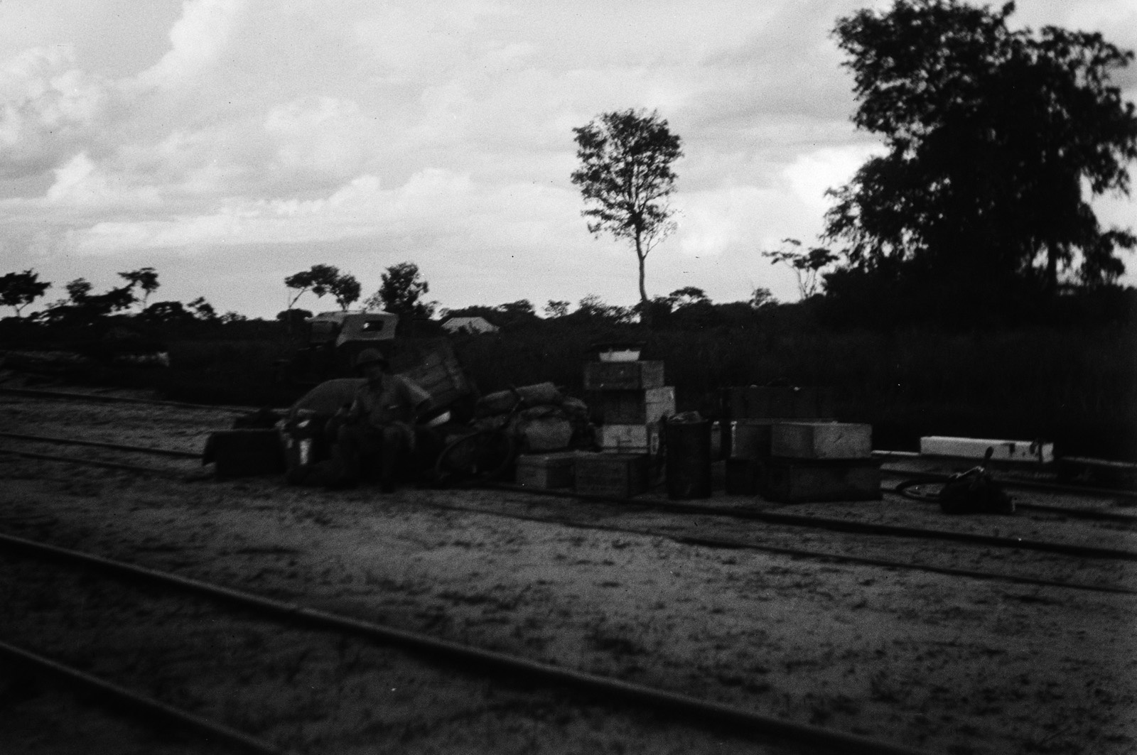Капири Мпоши. Багаж экспедиции вокруг Эрнста Аккермана на станции