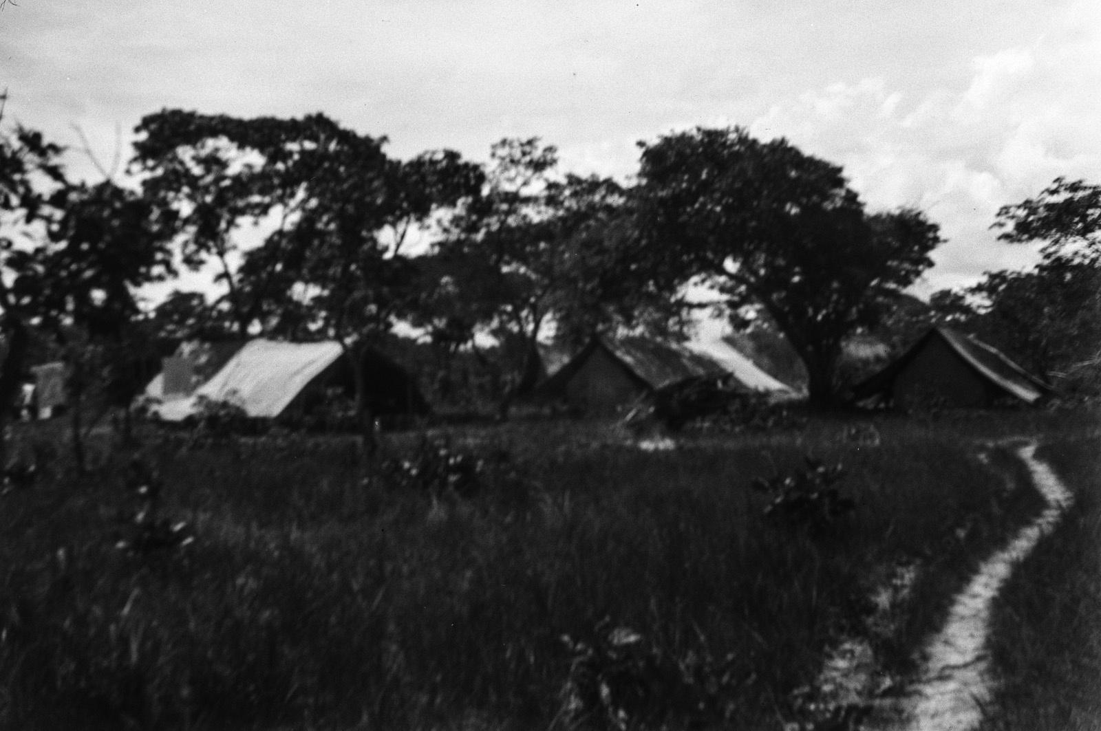 Капири Мпоши. Лагерь старателей