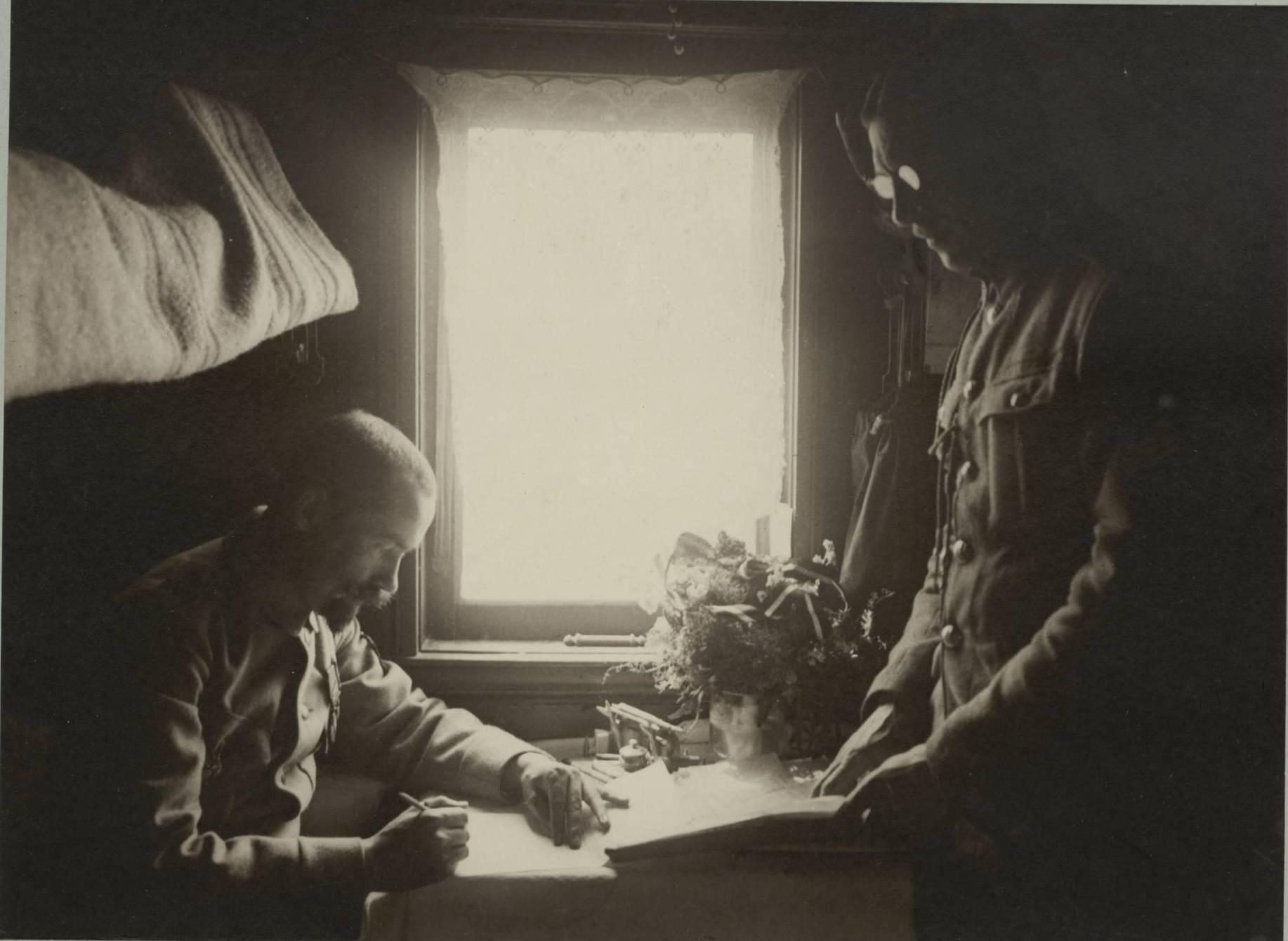 Командир батальона и его помощник