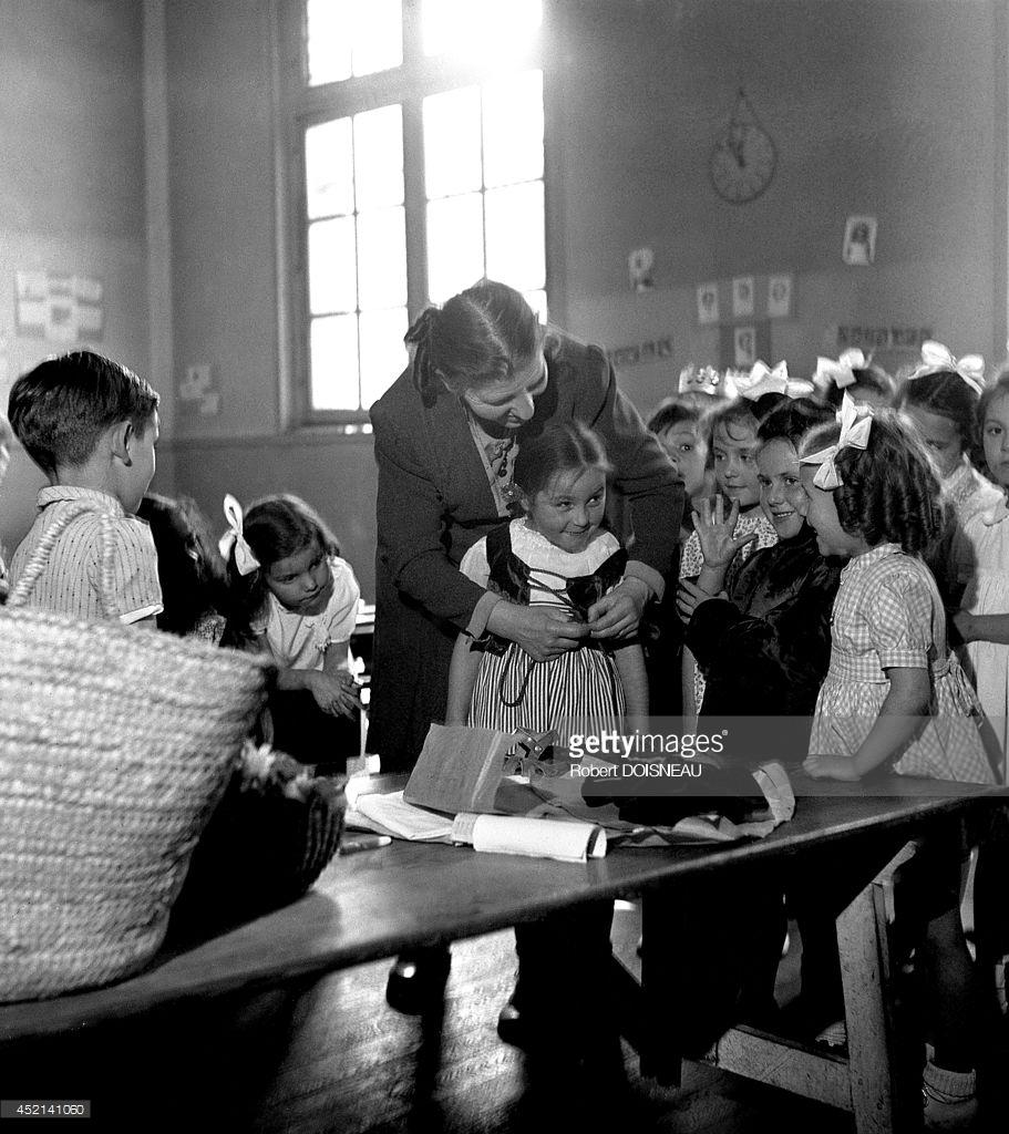 1947. Подготовка к школьному конкурсу талантов в школе  на улице Буало