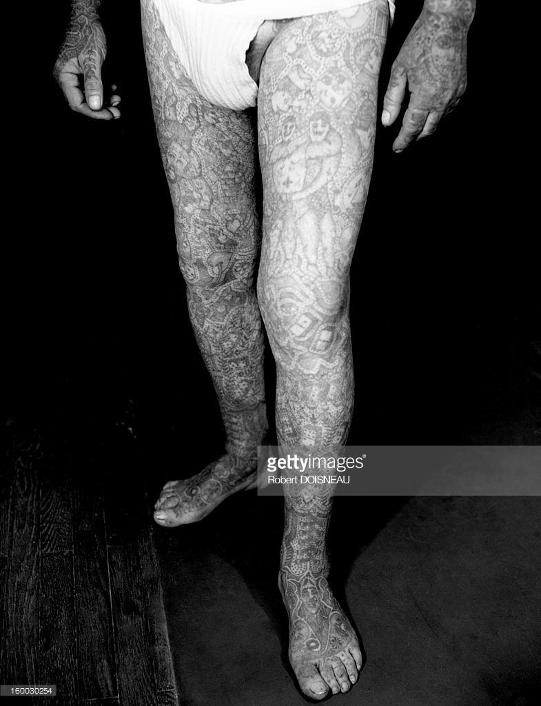 1950. Татуированные ноги Ричардо.