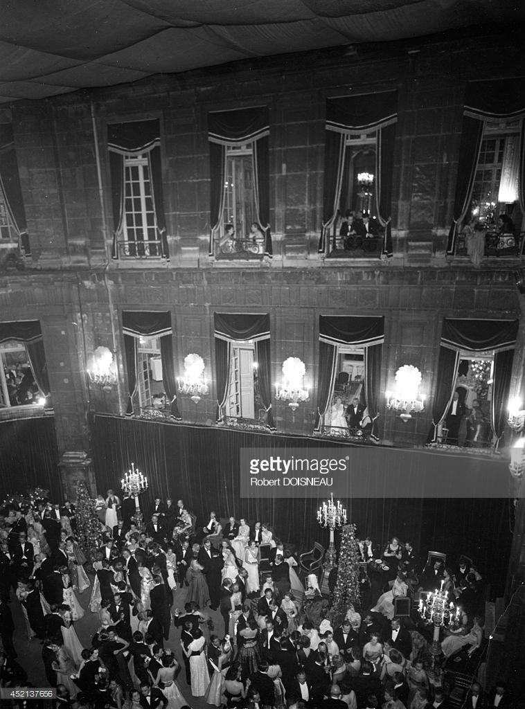 1952. Бал в отеле Ламберт. 2 июня,Париж