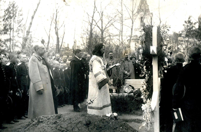Панихида на Братском кладбище Сибирского кадетского корпуса.28 апреля 1913