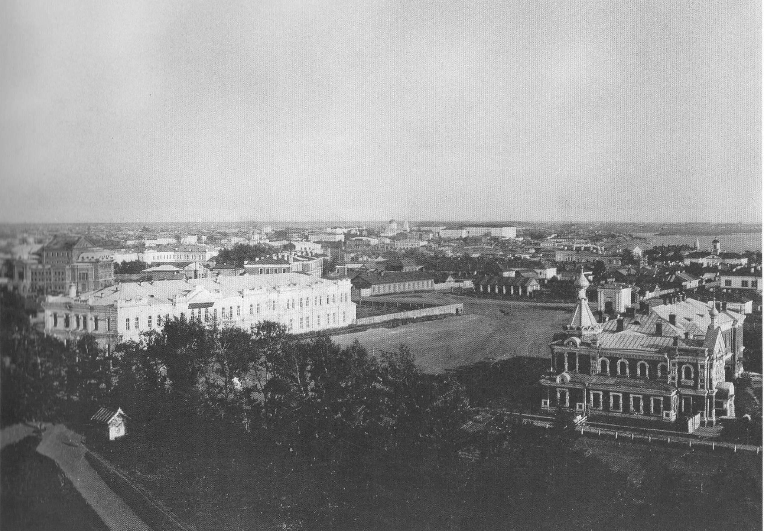 Панорамный вид центра Омска с колокольни Успенского собора