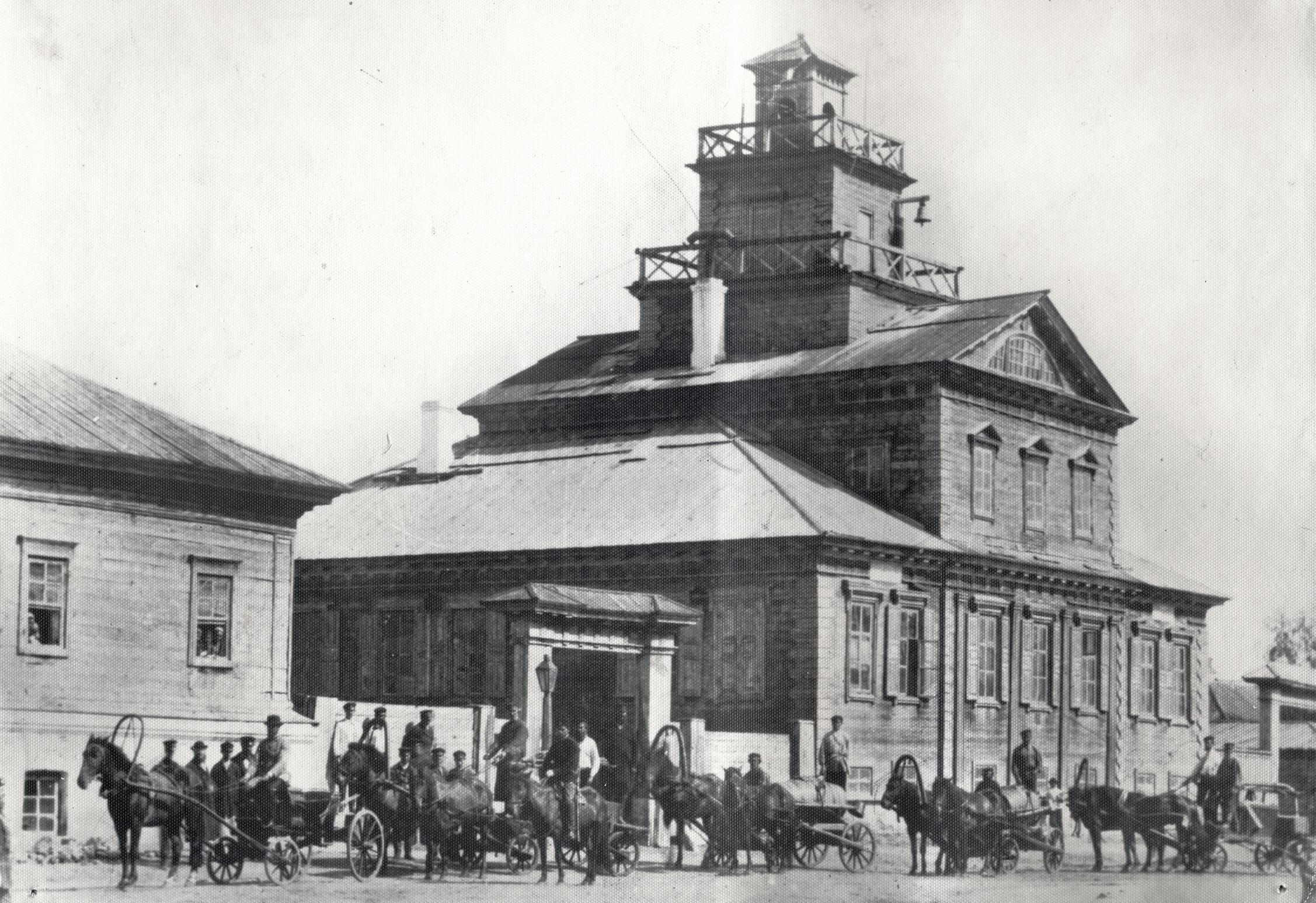 Пожарная каланча на здании полицейского управления и первой пожарной части