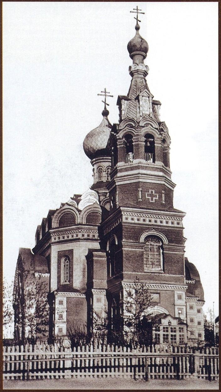 Церковь во имя Святой Троицы на привокзальной площади станции Омск