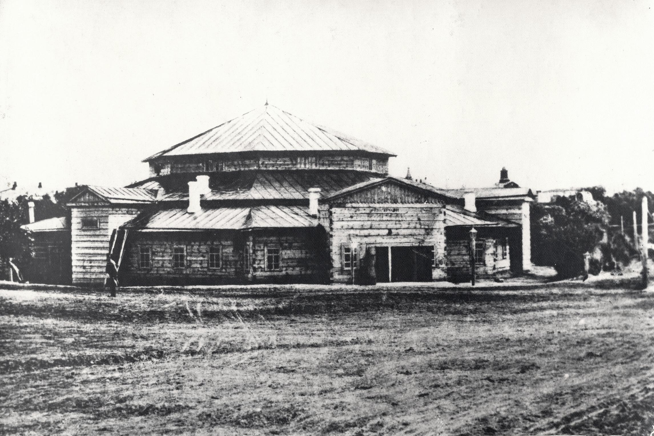 Здание театра-цирка Петра Кузьмича Сичкарева