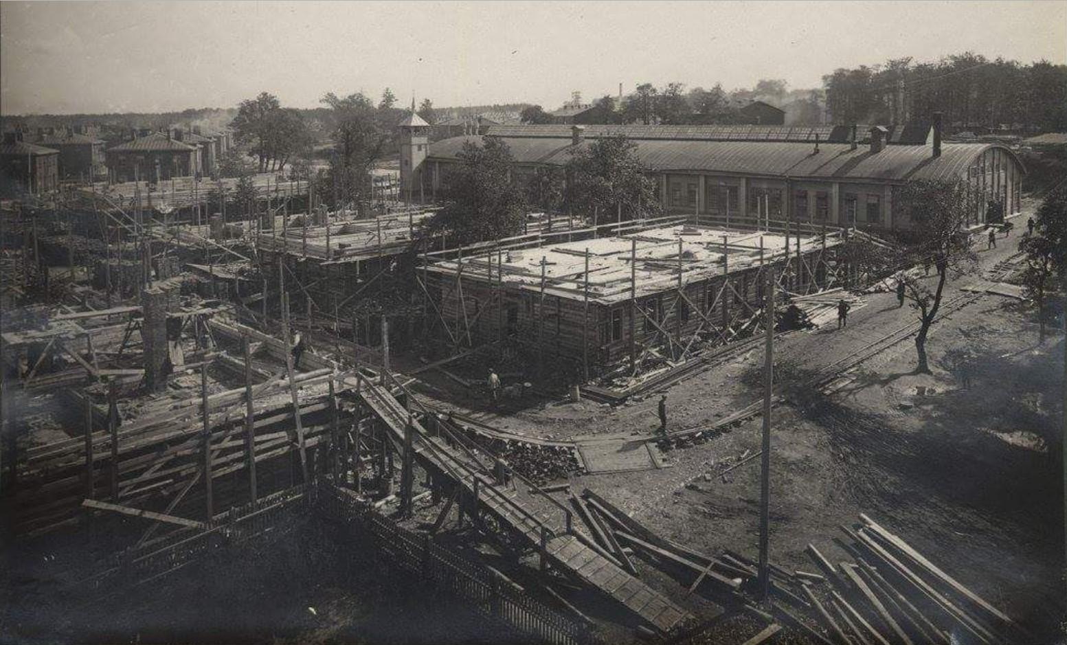Строительство Нижней колонии