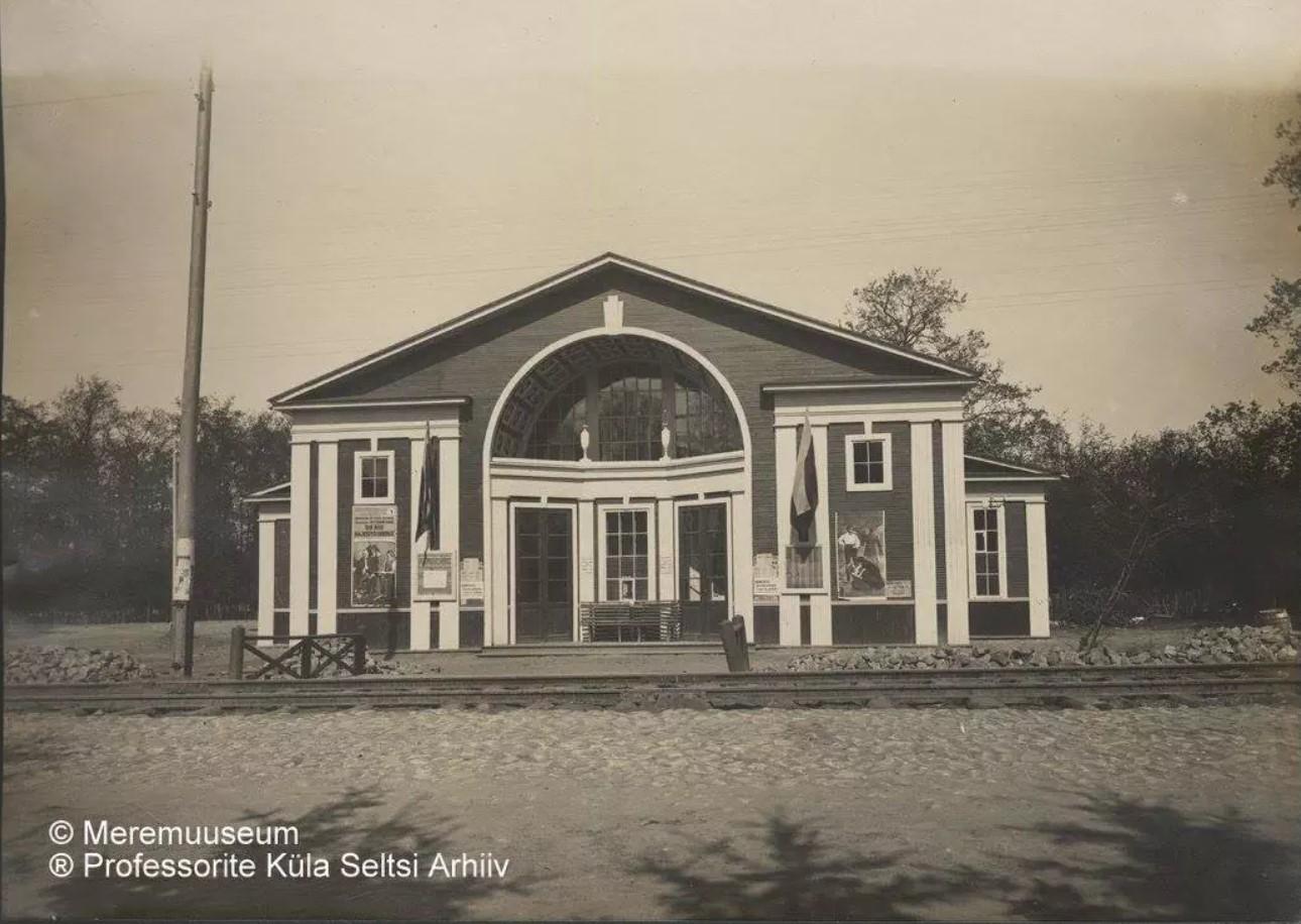 Здание кинотеатра в Верхней колонии Руссо-Балта