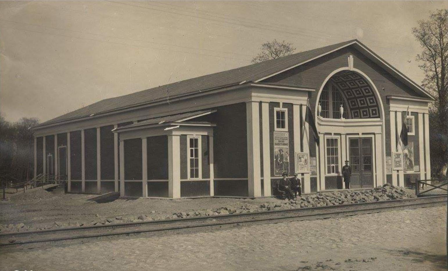 Кинотеатр в Верхней колонии Руссо-Балта
