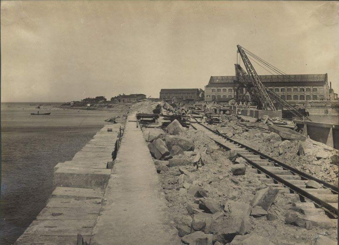 Строительство набережной и пирса, построенного в западной части завода3