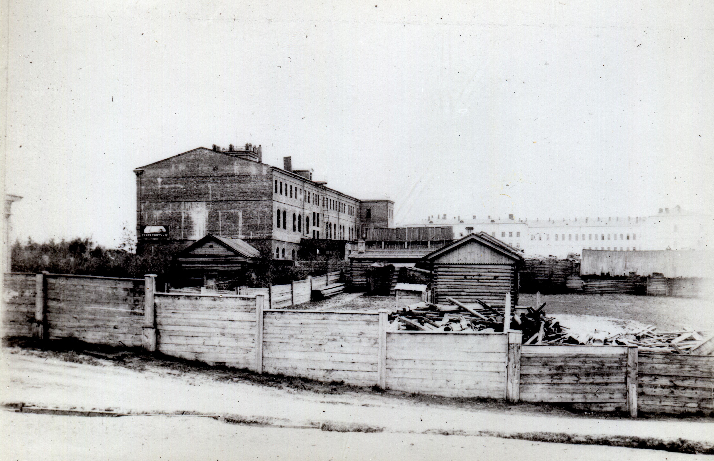 Вид на гостиницу Зайцевой и кадетский корпус