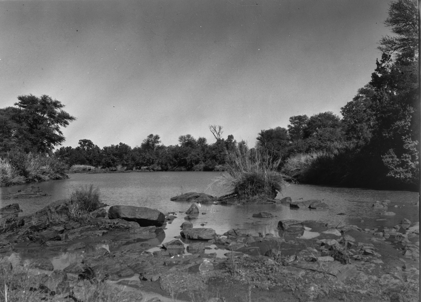 Бечуаналенд. Река Лимпопо. В этот момент река все еще катит свои воды