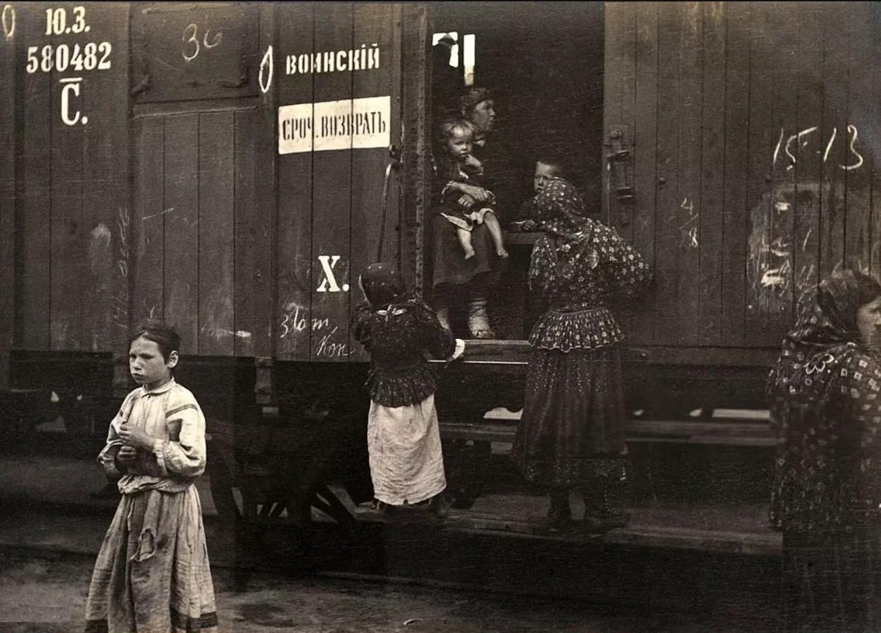 Крестьяне-переселенцы на станции Омск