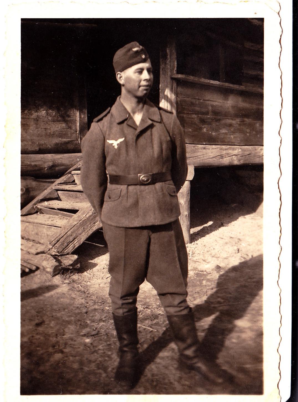 1944. Военнослужащий ПВО, призванный на вспомогательную службу в Люфтваффе по линии Латвийской молодежной организации