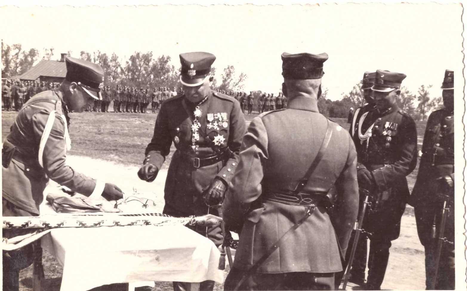 Групенфюрер Рудолфс Бангерскис еще в довоенной форме после принятия парада 12 Бауского пехотного полка.