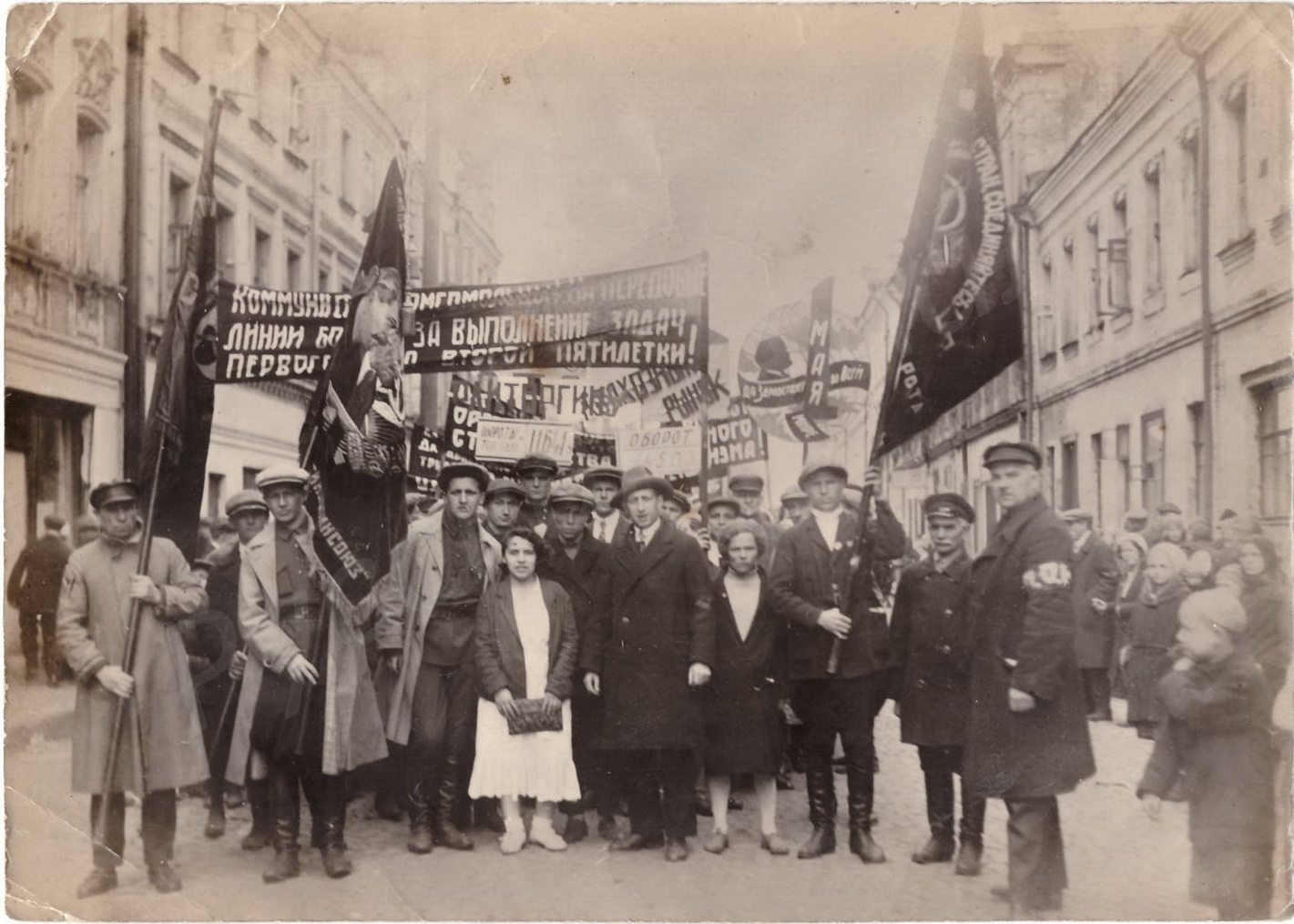1934. Работники торговли на первомайской демонстрации