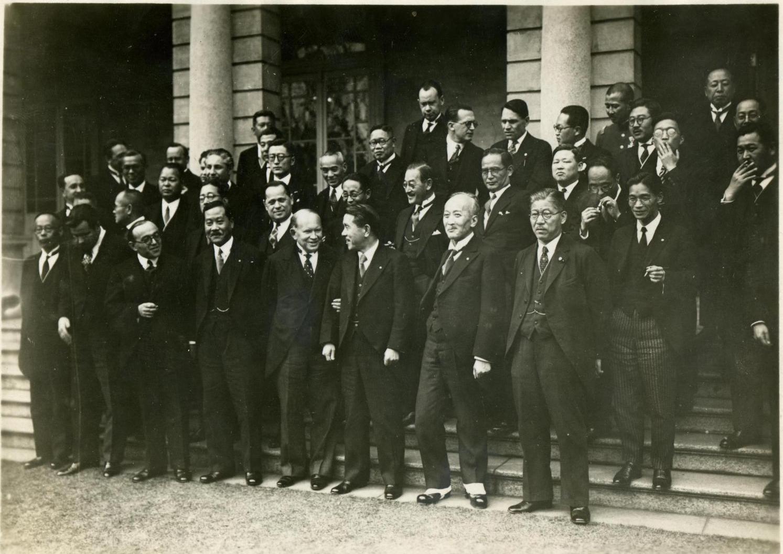 1935. После подписания соглашения о КВЖД, на выходе из здания Министерстве иностранных дел Японии. Токио, 23 марта