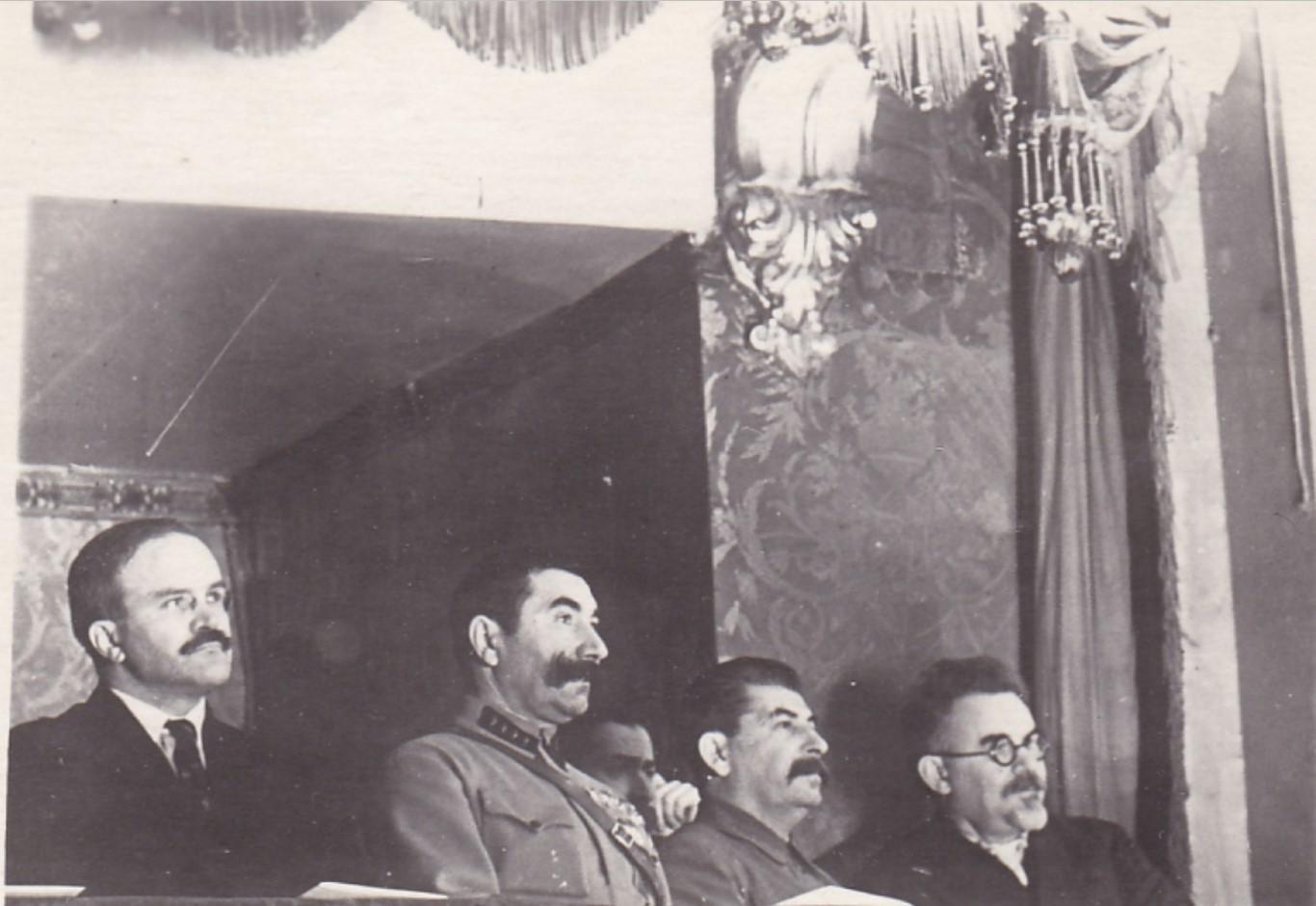 1935. Сталин, Будённый, Молотов на вечере худ.самодеятельности