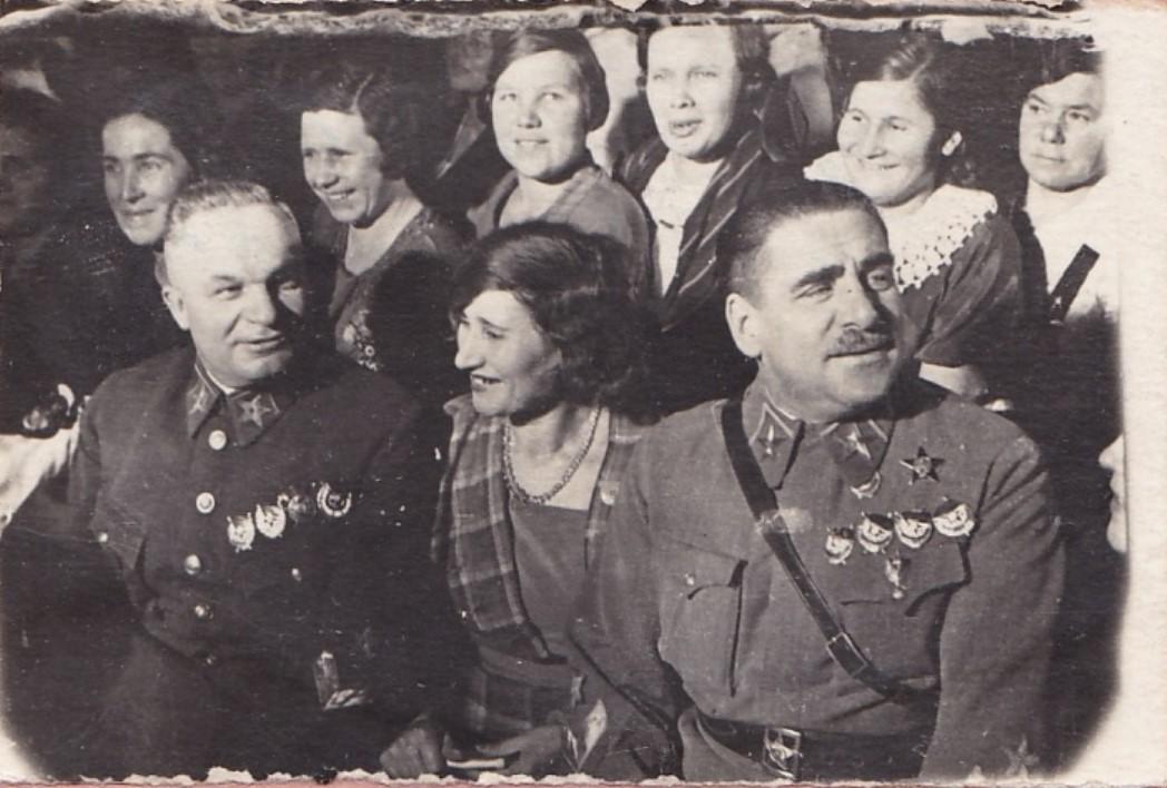 1936. В.К.Блюхер, А.И.Егоров на совещании жён комсостава РККА
