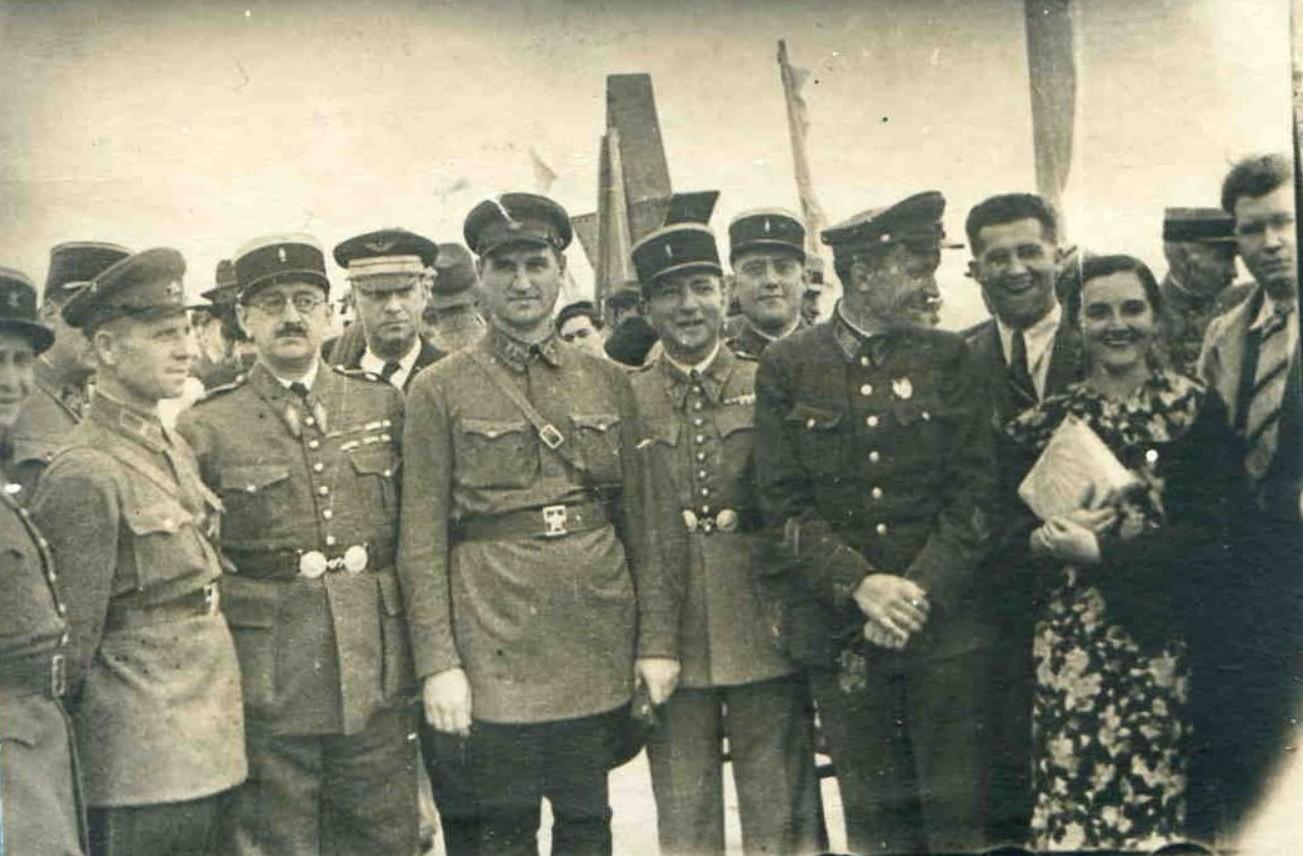 1936. Иностр.воен.атташе на Тушинском аэродроме. Москва,