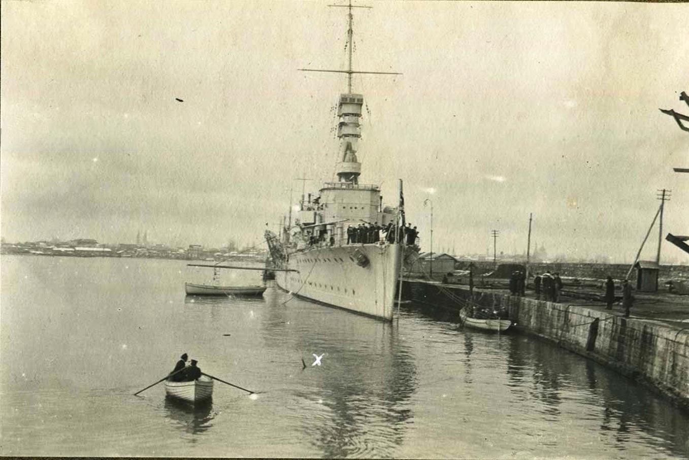Операция по подъёму баржи силами экипажа 'Калипсо', крестиком отмечена трубка воздуховода