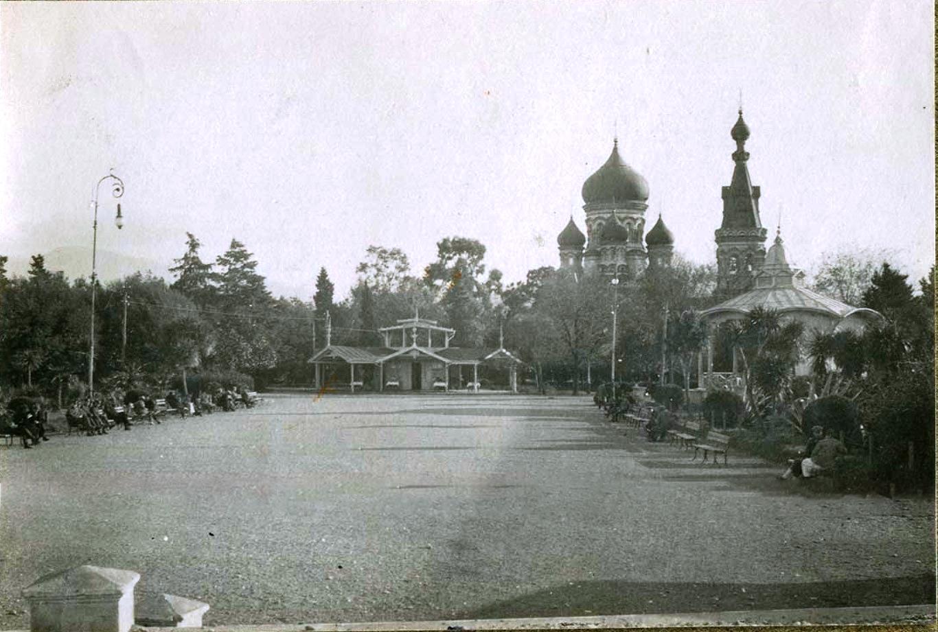 Вид с бульвара на Церковь святой великомученицы Варвары