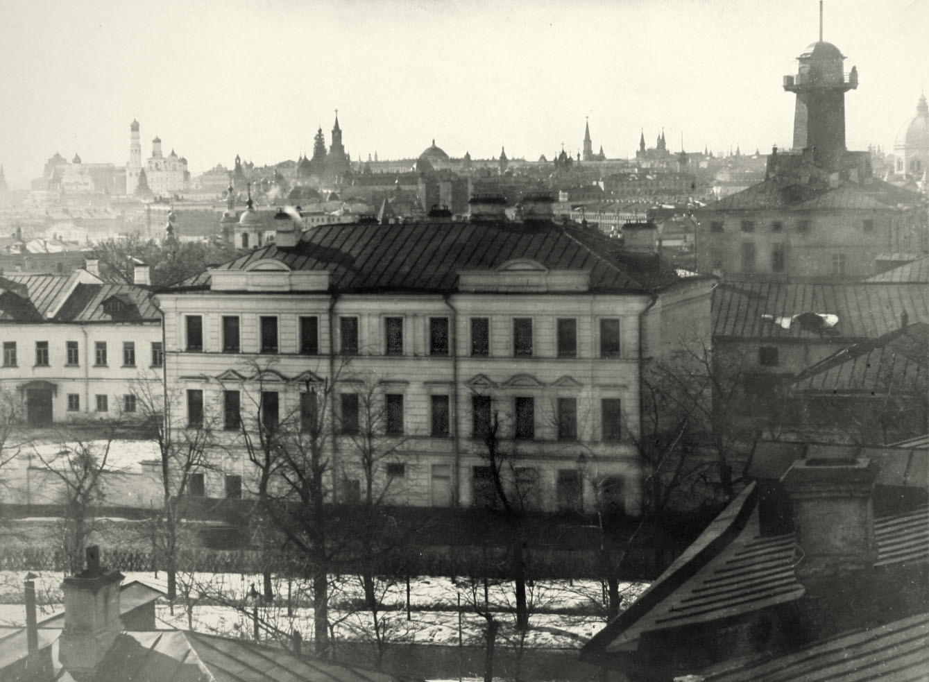 Вид на Ивановскую горку и Кремль из окна Практической академии. 1899
