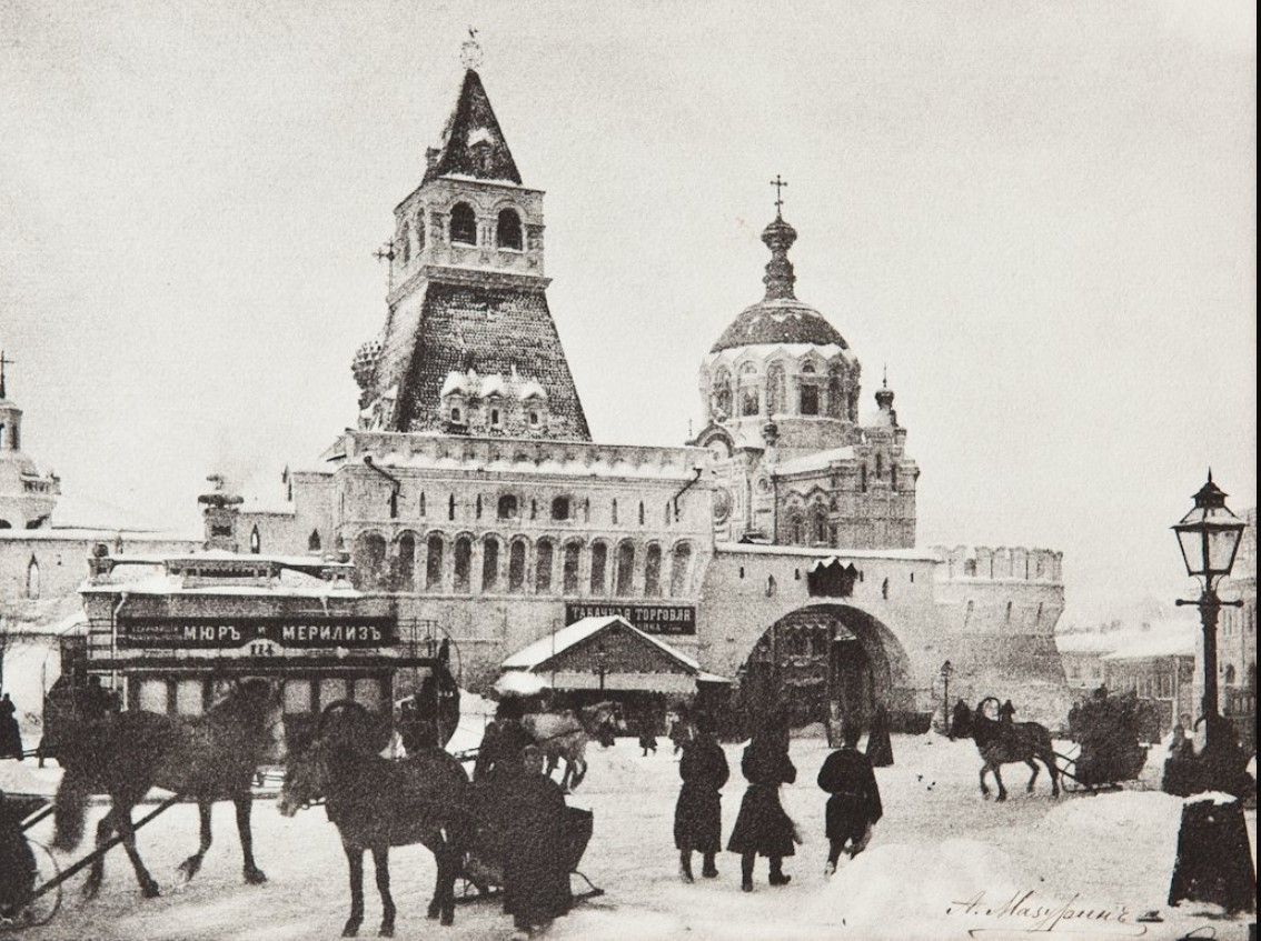 Лубянская площадь.Вид на Владимирские ворота