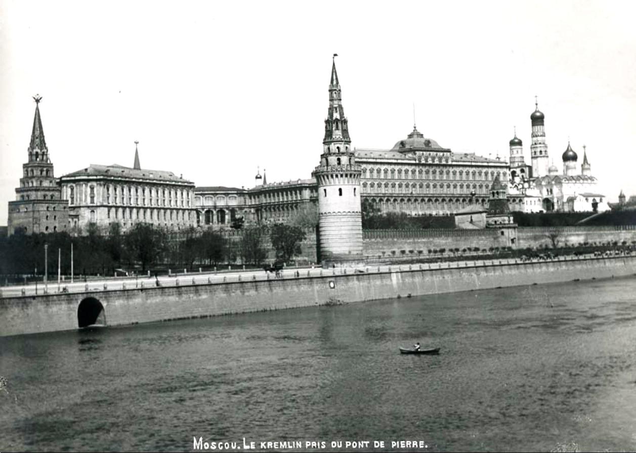 Москва. Кремль снят с Каменного моста