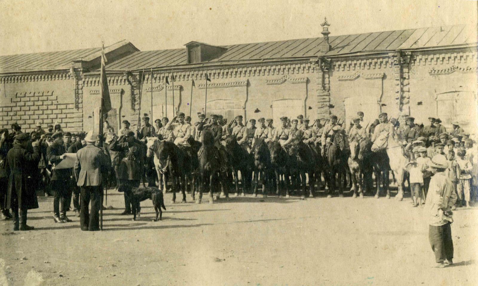 1925. Снимок парада Управления 50-го Зайсанского кавалерийского пограничного отряда ОГПУ в день принятия над ним шефства Зайсанскими профсоюзами