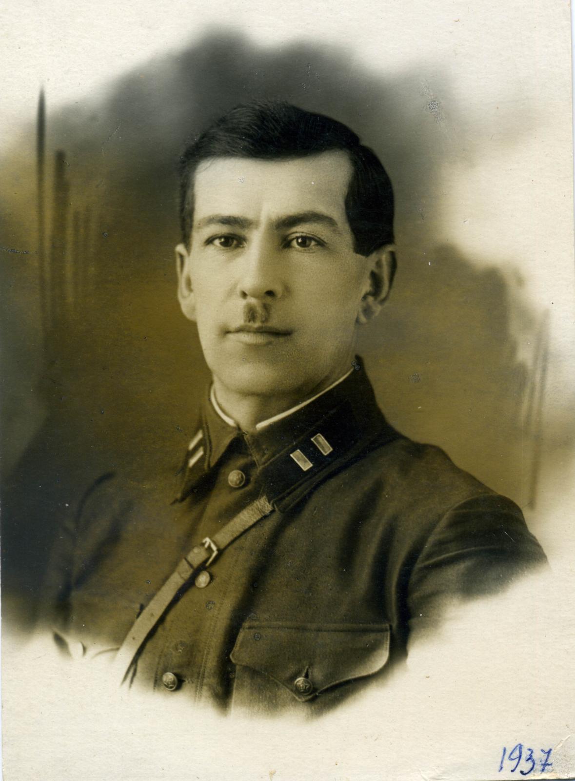 1930-е. Сотрудник органов НКВД со знаками различия 8-й должностной категории. Омск