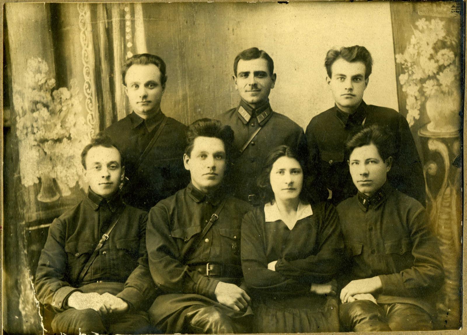 1931- 1935. Сотрудники ОГПУ и товарищ из РКМ со знаками различия 8-й должностной категории