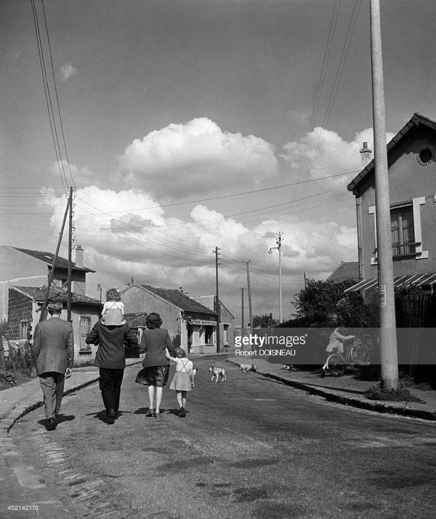 1945. Семейная прогулка. Нантер