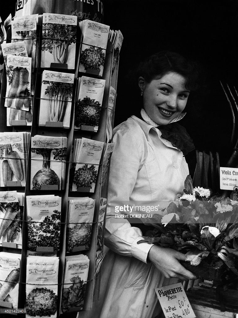 1953. Портрет молодой флористки. Париж