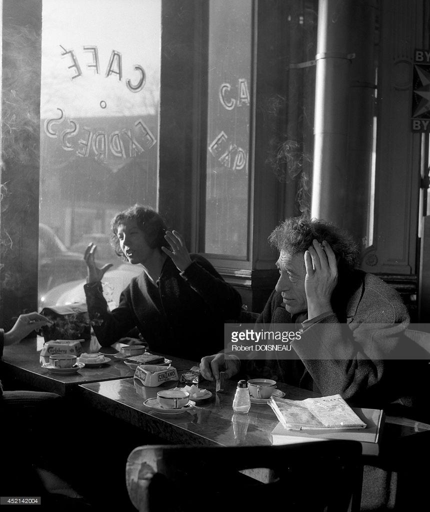 1958. Альберто Джакометти, швейцарский скульптор в кафе