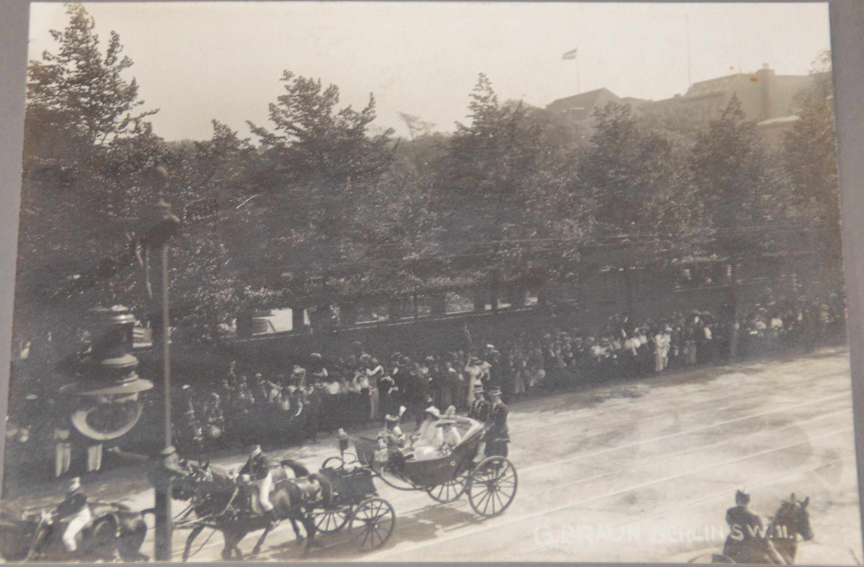 1910. Императрица Александра Федоровна и Императрица Августа Виктория в экипаже. (Визит и встреча  В Потсдаме)