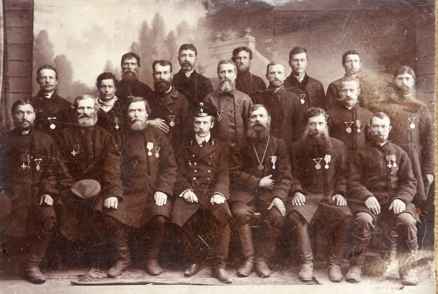 1911. Фото представителей сельского самоуправления Новгород-Северской губернии