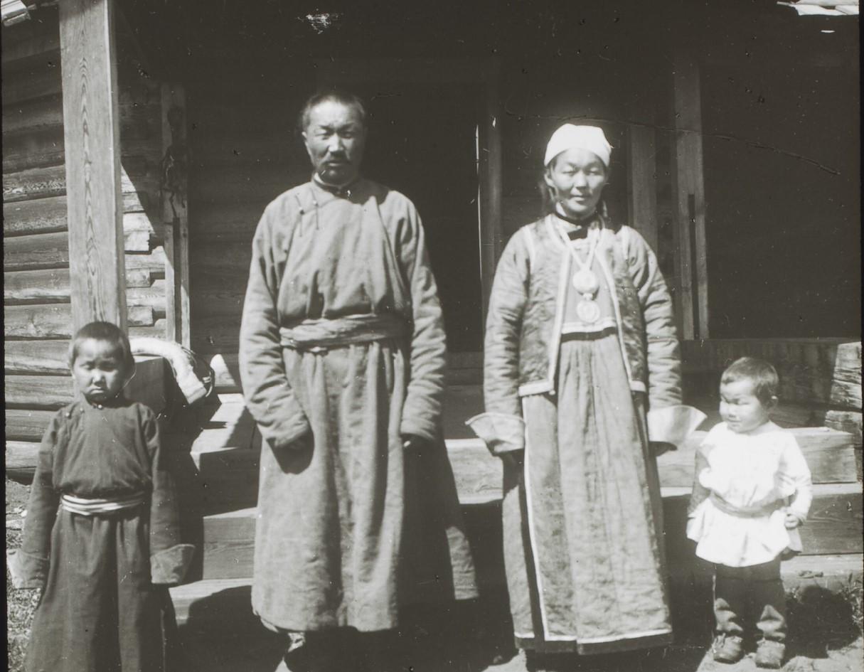 Забайкальская область. Село Тунка. Семья бурятских буддистов