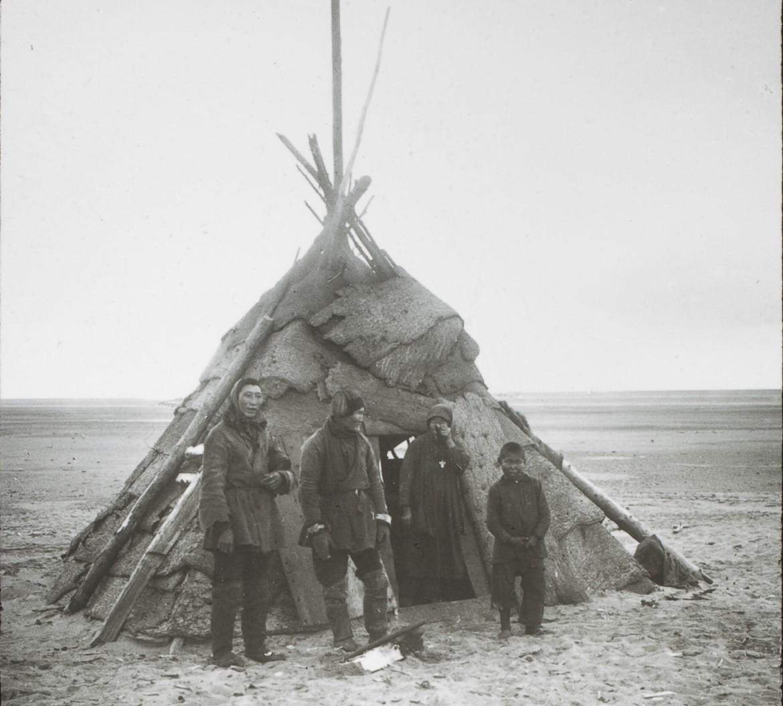 Якутская область. Хижина якутских рыбаков. Дельта Лены
