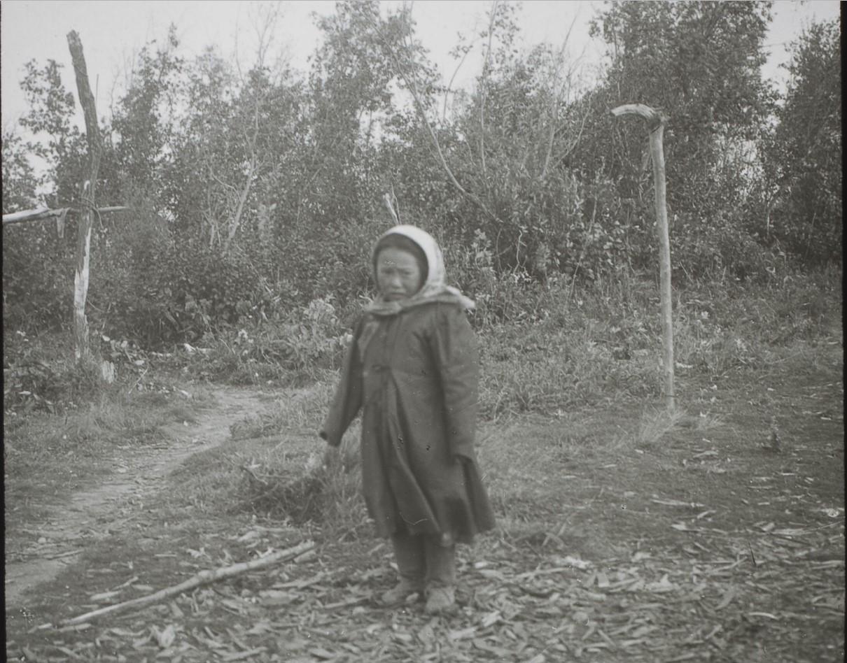 Якутская область. Маленькая девочка-тунгуска, село Жордонга на Лене