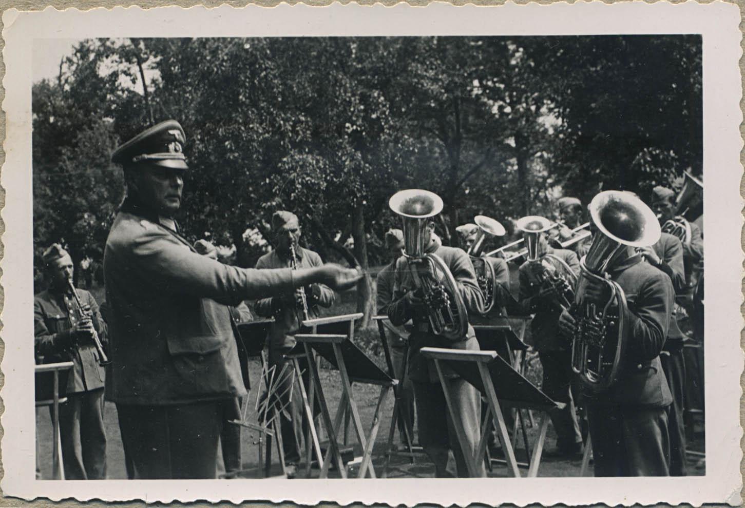 Празднование дня рождения украинской полиции. 1943